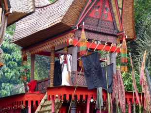 Tana Toraja Funeral Ceremony - ceremonial master praying to the guests in traditional house Christian Jansen & Maria Düerkop