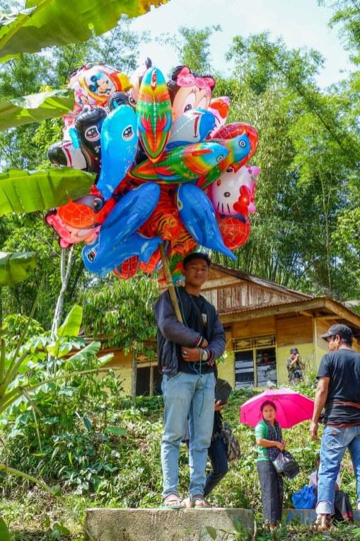 Tana Toraja Funeral Ceremony - Balloon seller Christian Jansen & Maria Düerkop