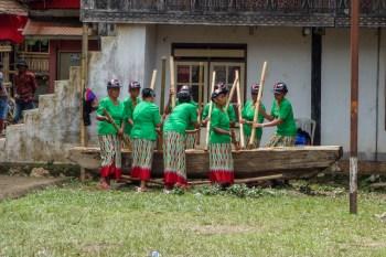 Tana Toraja Funeral Ceremony - women drumming Christian Jansen & Maria Düerkop