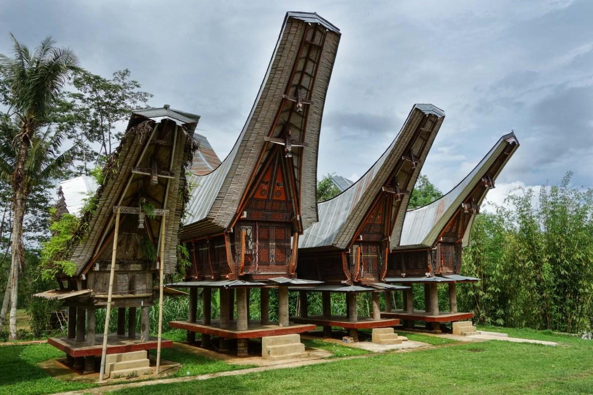 Tana Toraja - traditional houses Christian Jansen & Maria Düerkop