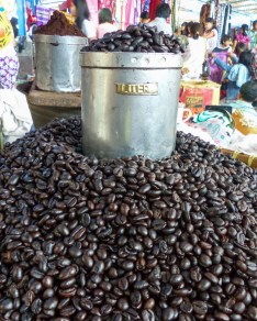 Tana Toraja - coffee beans at market in Rantepao Christian Jansen & Maria Düerkop