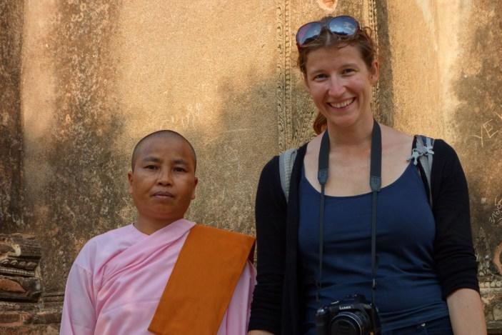 Maria and a buddhist nun - Bagan Christian Jansen & Maria Düerkop