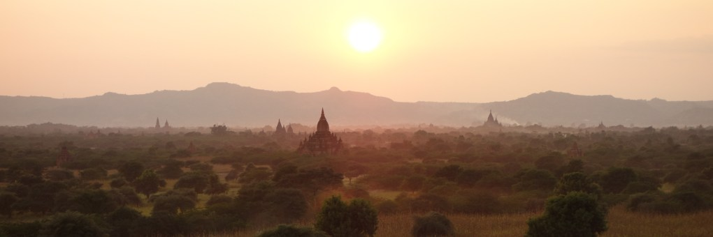 Sunset over Bagan plain - Panoramic view Christian Jansen & Maria Düerkop