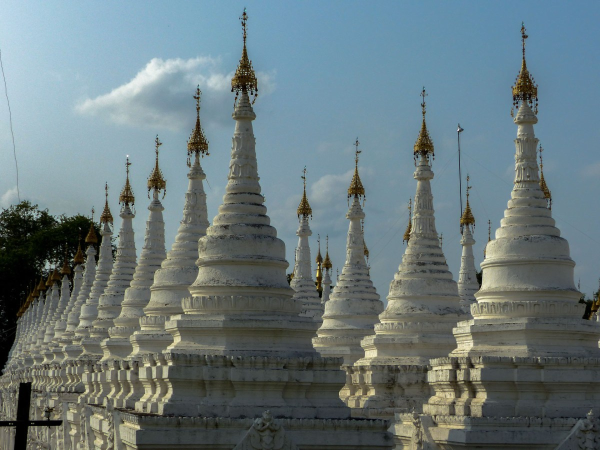 Mandalay - the biggest book in the world Christian Jansen & Maria Düerkop