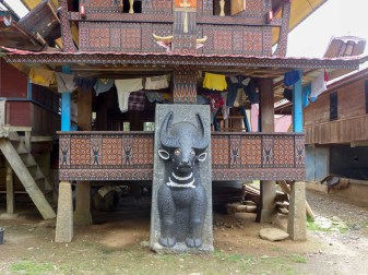 Tana Toraja - richly ornamented front of traditional house Christian Jansen & Maria Düerkop