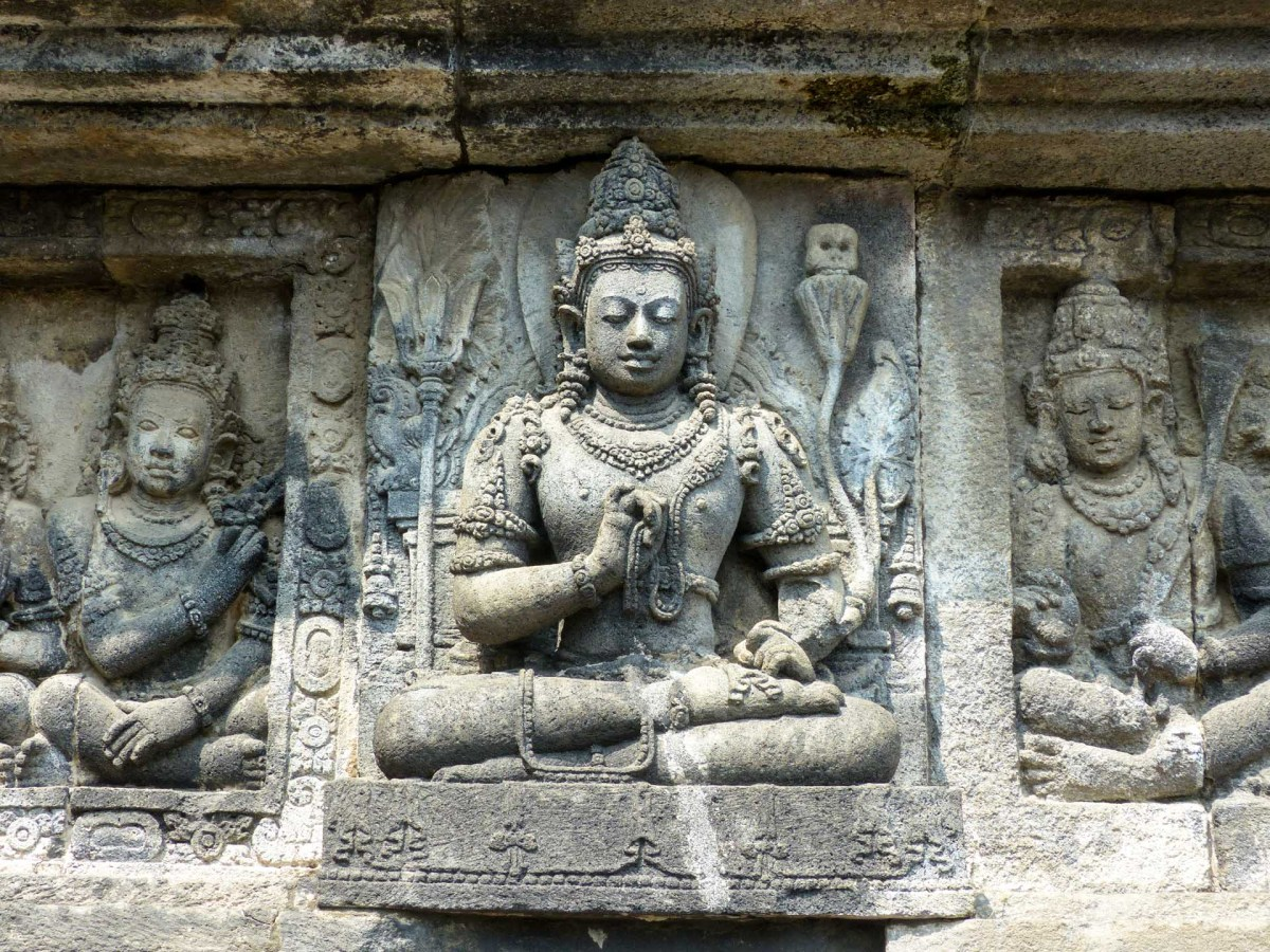 Yogyakarta - Prambanan temples: Vishnu relief Christian Jansen & Maria Düerkop