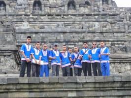 Yogyakarta - Borobodur temples: Posing school boys Christian Jansen & Maria Düerkop