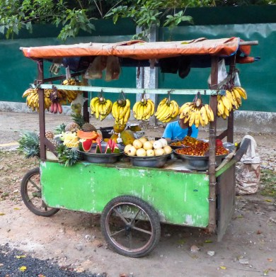 Yangon - Fruit sales stand Christian Jansen & Maria Düerkop
