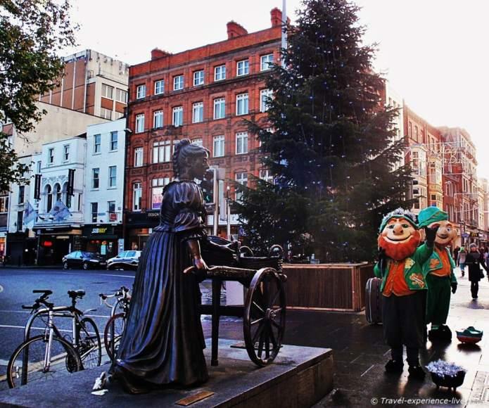 Molly Malone statue and leprechauns on Grafton Streets, Dublin.
