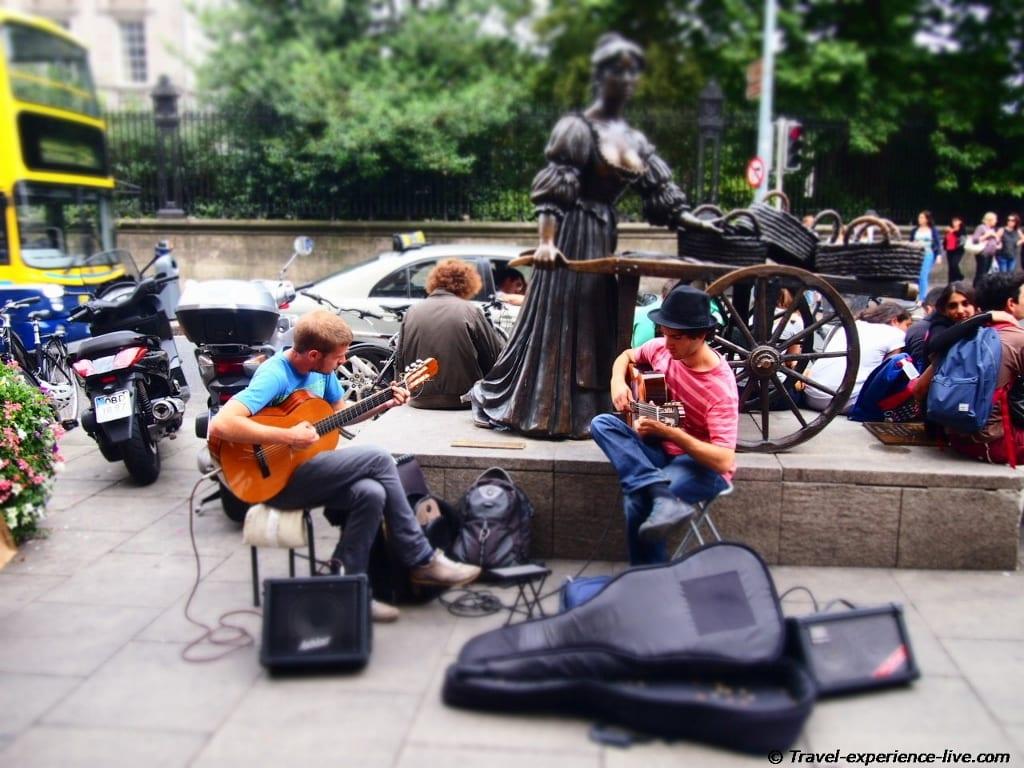 Street musicians on Grafton Street, Dublin.