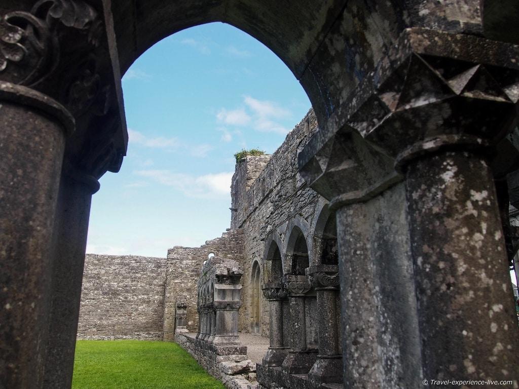 Irish hertitage: Cong Abbey ruins