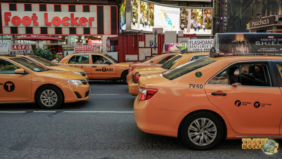 Taxi jaune sur Times Square, New York