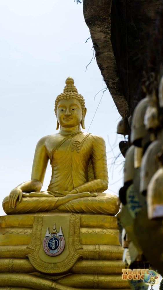 Une représentation de Buddha dorée à Phuket