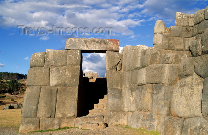 peru129: Cuzco, Peru: doorway at the Inca ruins of Sacsayhuamán which form the puma head portion of Cuzco - photo by C.Lovell - (c) Travel-Images.com - Stock Photography agency - Image Bank