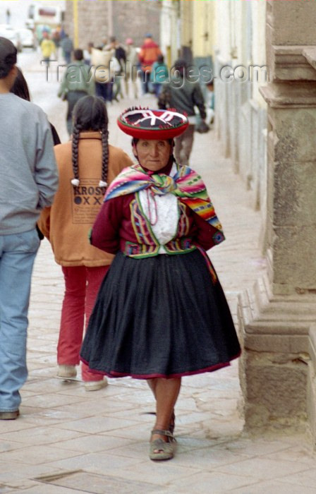 peru35: Cuzco, Peru: old lady with Quechua hat - photo by M.Bergsma - (c) Travel-Images.com - Stock Photography agency - Image Bank