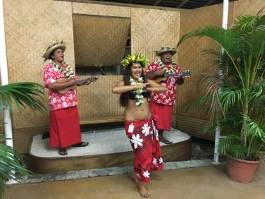 chanteurs et danseurs tahitiens