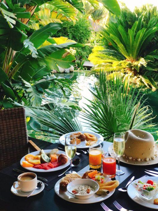 Petit déjeuner à l'hôtel Asia Gardens