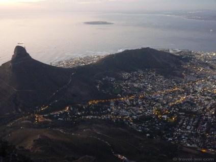 Die Sonne geht unter über Kapstadt