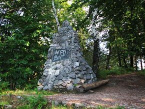 Rocky pyramid in memory of four partisans of 2. battalion