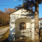 travel-slovenia-Lozarji-chapel-view