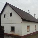 travel-slovenia-mali-lipoglav-house-with-ornament-view