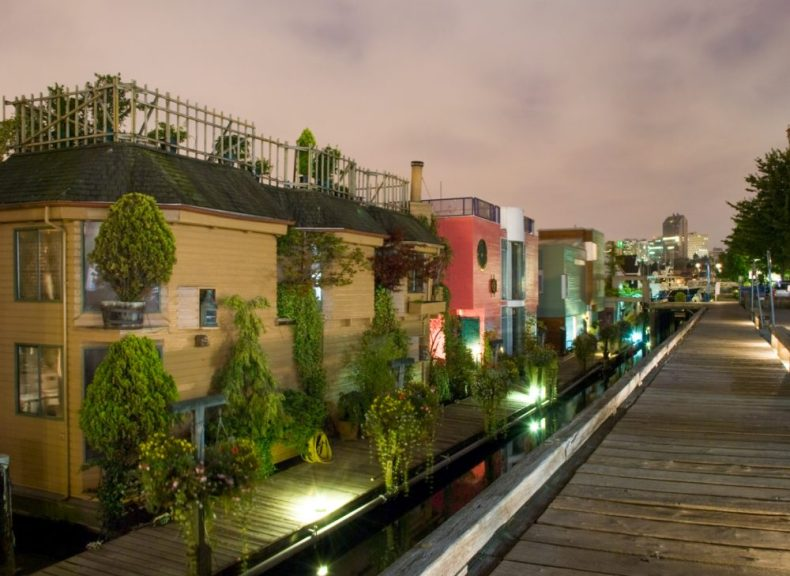 floating houses on granville island