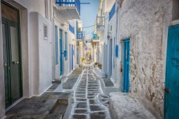 The narrow streets of old Mykonos