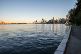 A spectacular view of Vancouver from the Seawall