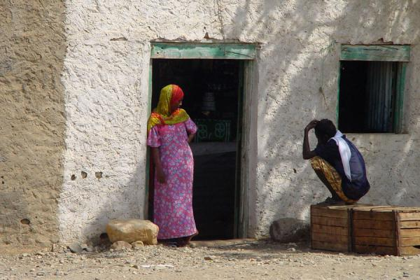 Cuadro de Charla en la sombra de la aldea de Foro