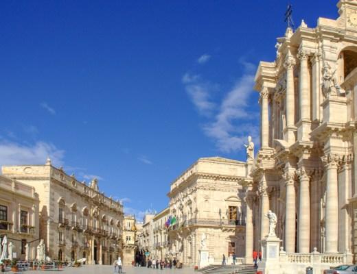 Piazza Duomo, Ortigia, Siracusa, Sicily, Italy