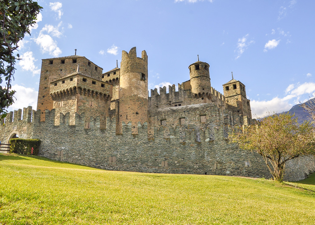 TravelAfter5_Italy_Aosta Valley_Fenis Castle