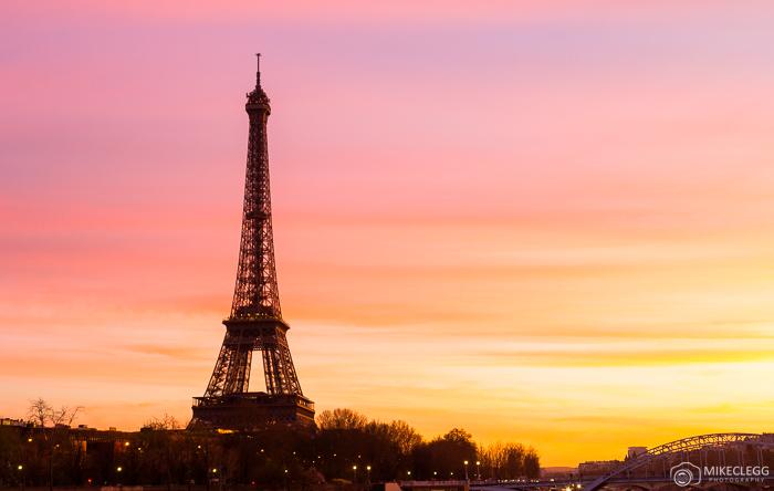 Torre Eiffel ao pôr do sol
