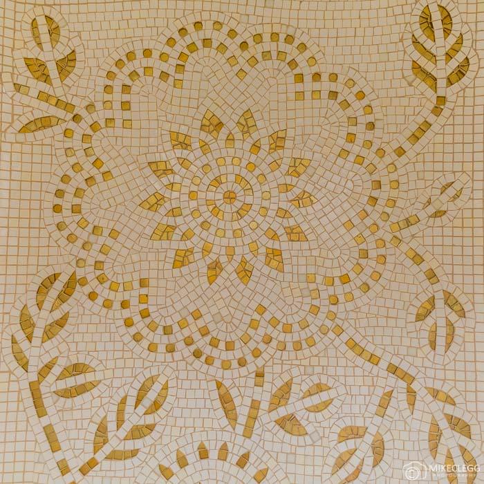 Desenhos de mosaico nos banheiros, Prince de Galles