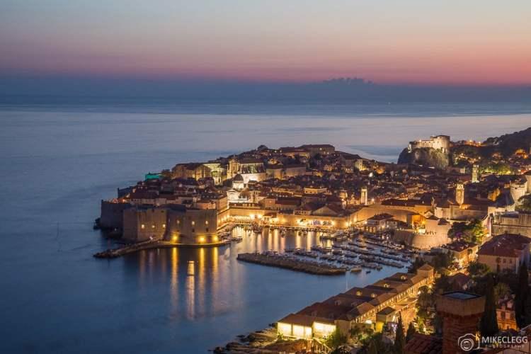 Cidade Velha de Dubrovnik à noite