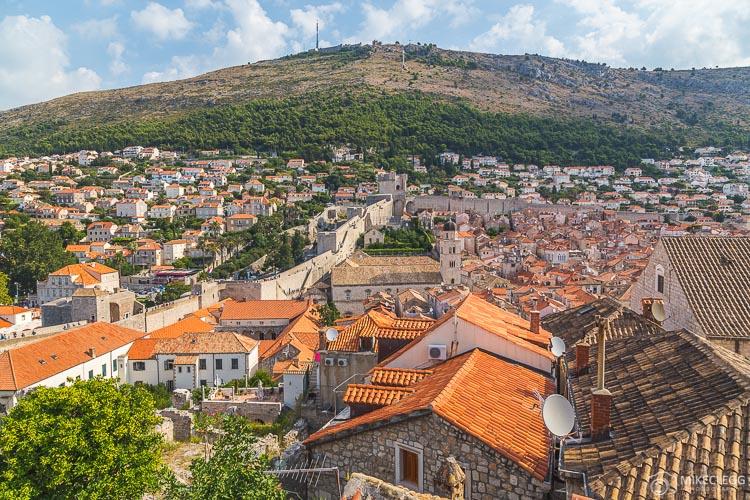 Vista das muralhas da cidade velha de Dubrovnik