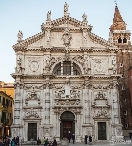 Detalhes arquitetônicos da Chiesa di San Moisè