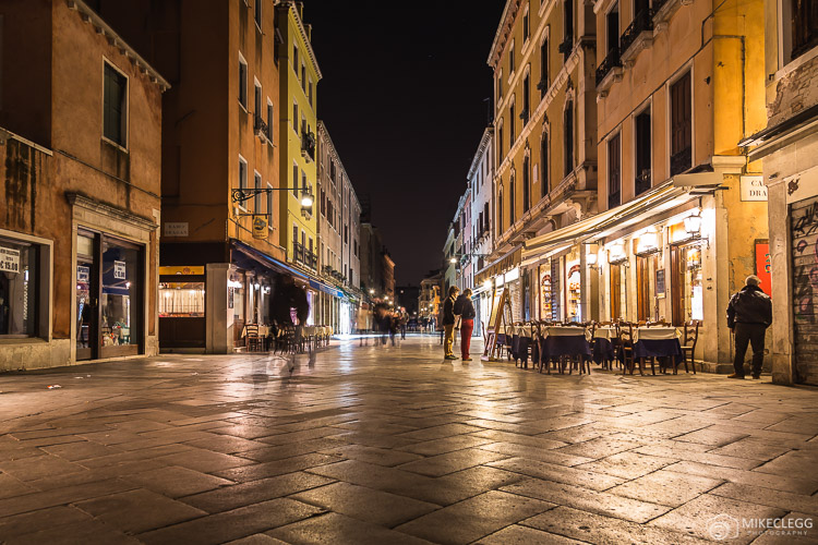 Strada Nuova em Veneza à noite