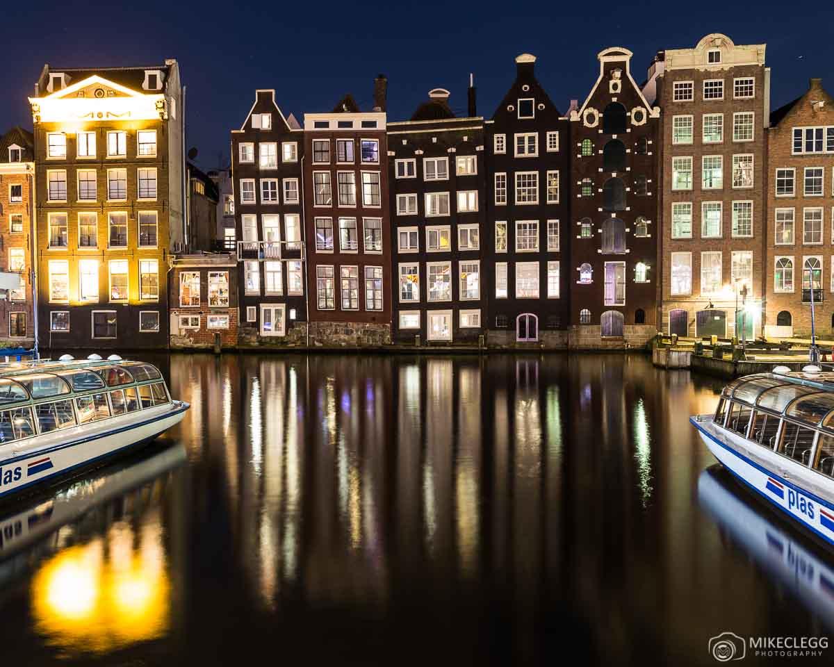 Amsterdam Damrak à noite