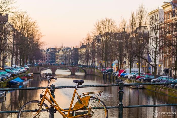 Belo pôr do sol em Amsterdã