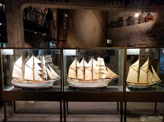Modelos de navios no Museu Marítimo da Estônia