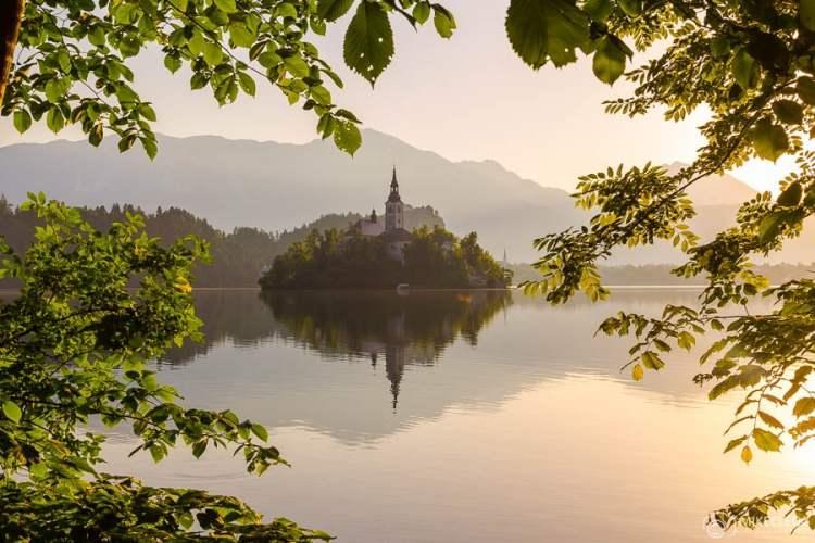 Lago Bled ao nascer do sol