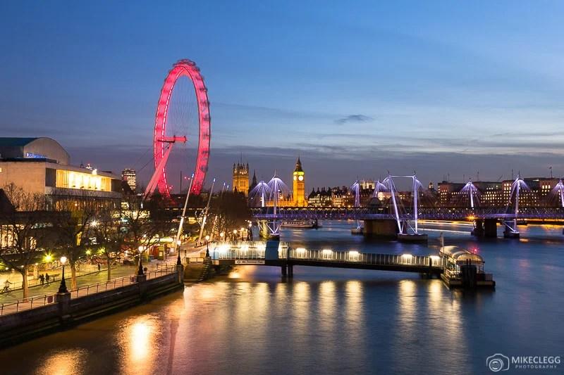 Londres à noite ao longo do Tâmisa