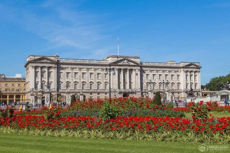 Palácio de Buckingham e flores