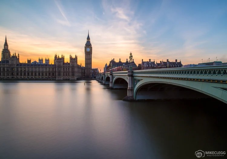 Pôr do sol atrás das Casas do Parlamento, Londres
