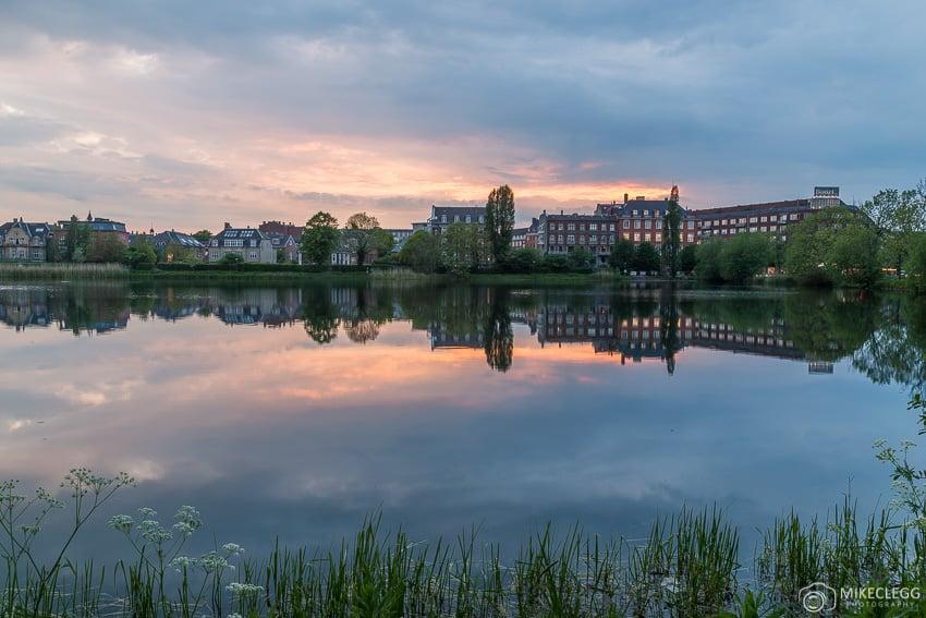 Pôr do sol nos lagos em Copenhague