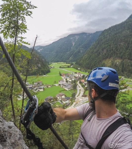 Vista de cima ao escalar a escalada da Via Ferrata