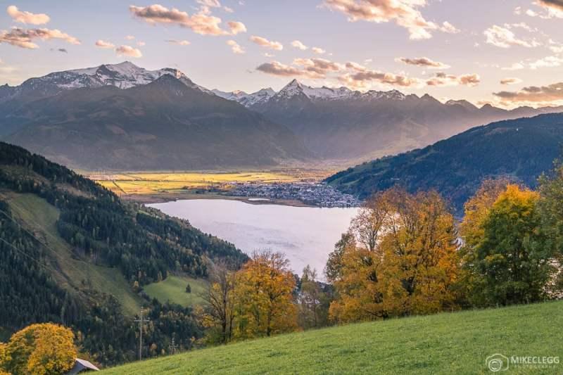 Vistas do Lago Zell, Áustria ao pôr do sol