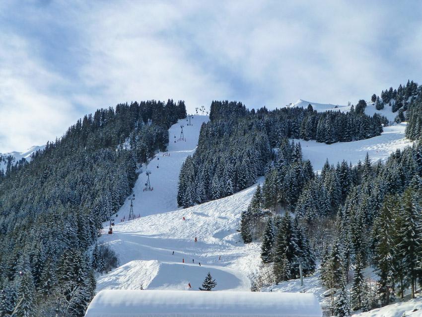 Estância de esqui Merible no inverno - França