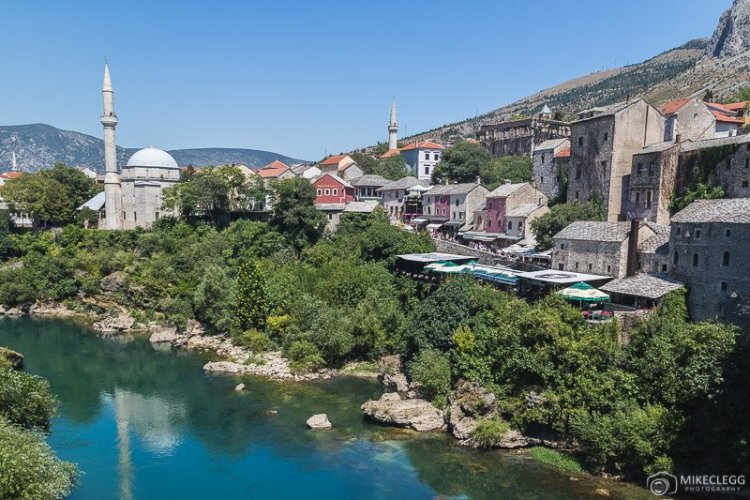 Vistas de Stari Most em Mostar - Dia