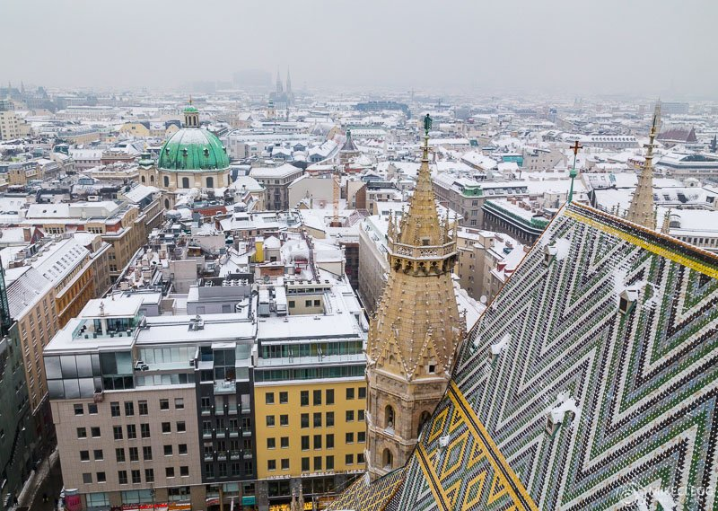Vistas de Stephansdom no inverno com neve